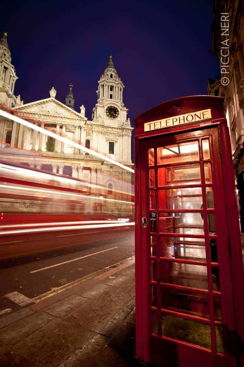 A bus speeding past St Paul's Cathedral, London, UK. Don't let other websites speed past you: learn how to save images for web properly and efficiently, with Photoshop. Photo by Piccia Neri, all rights reserved.